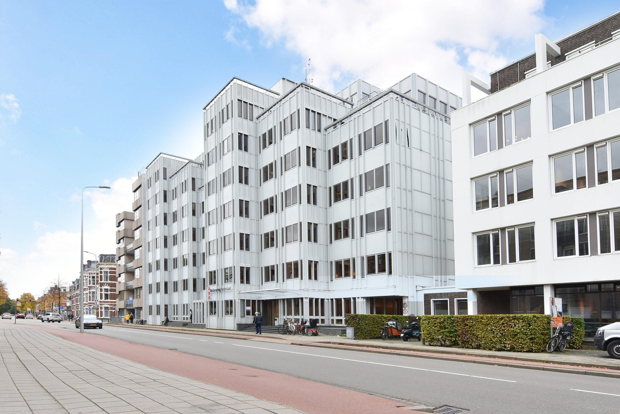 Bezuidenhoutseweg C.V. verhuurt circa 461 m² kantoorruimte in Den Haag