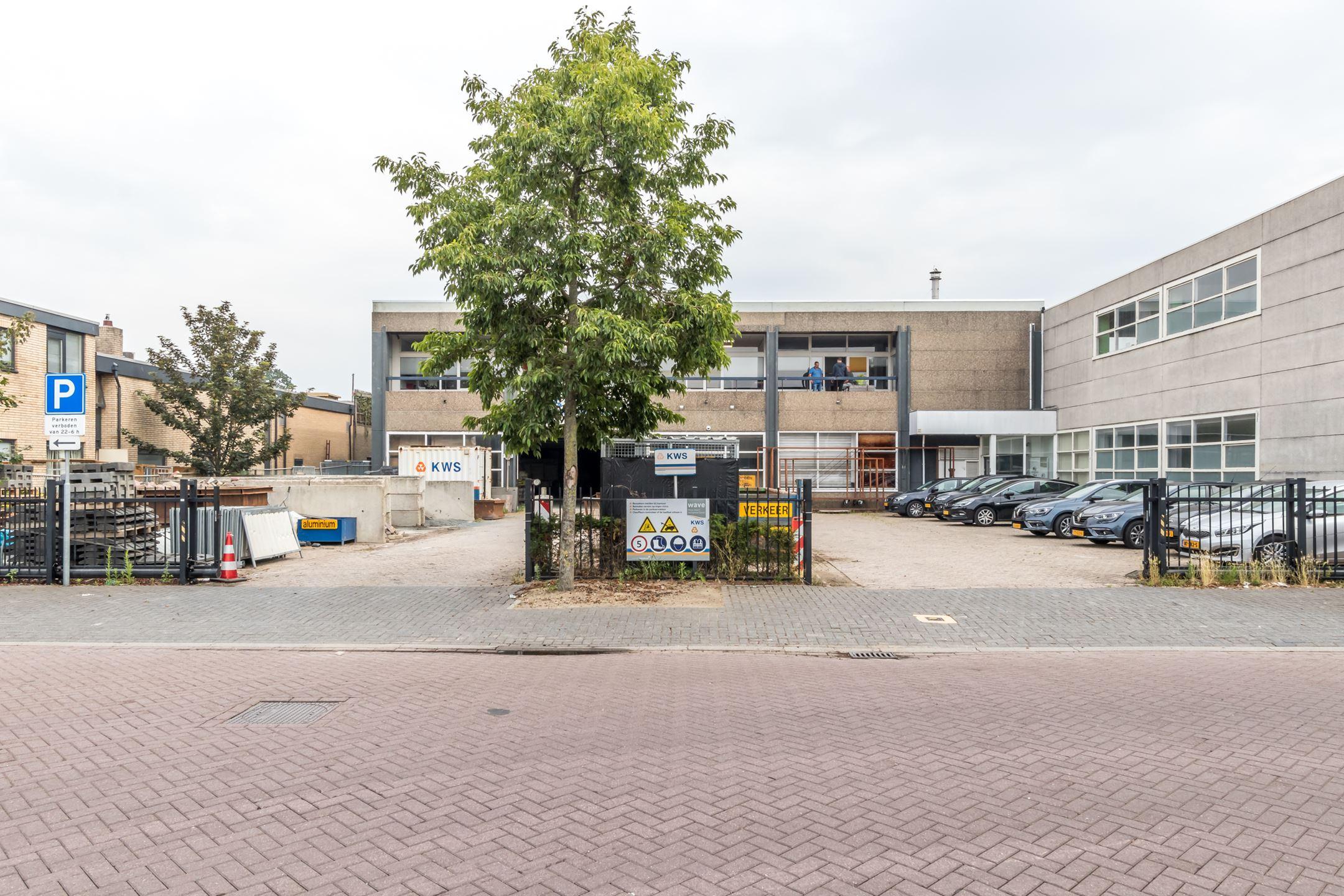 Euroflon B.V. verhuurt 2.060 m² kantoor- en bedrijfsruimte in Diemen
